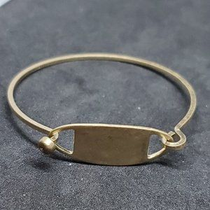Jewelry - Vintage Gold Tone Clip Release Bracelet Bangle 70
